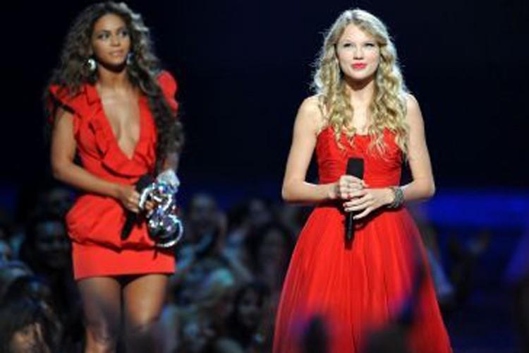 Beyonce et Taylor Swift lors des MTV Video... (Photo: AFP)