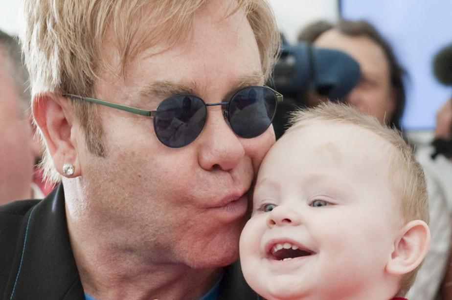 Elton John en compagnie du petit Lev.... (Photo: AP)