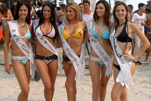 Des concurrentes au titre de Miss Univers... (Photo: archives AP)