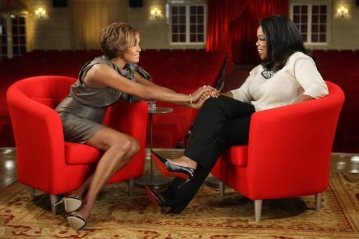 Whitney Houston et Oprah Winfrey photographiées dans le... (Photo AP/Harpo Productions)
