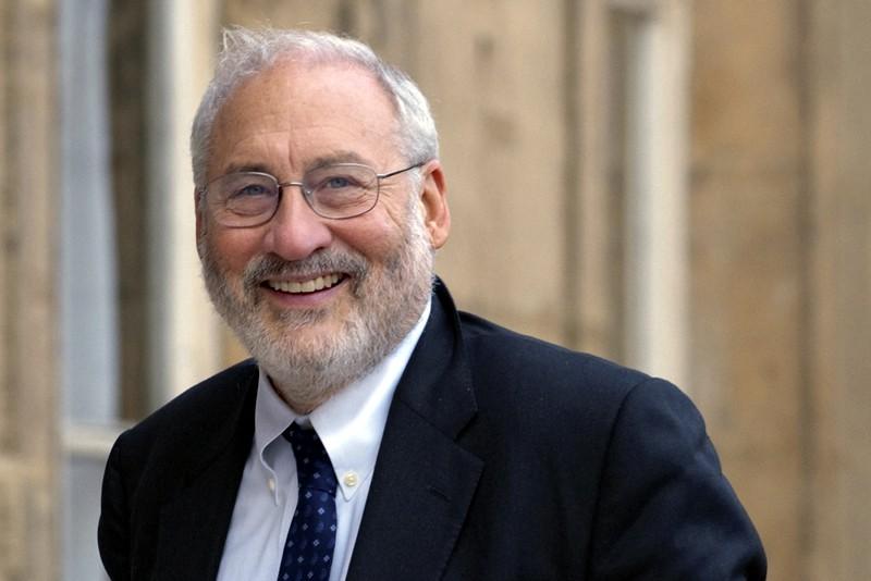 L'économiste Joseph Stitglitz... (Photo Richard Drew, AP)
