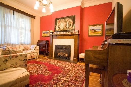Un des deux salons de la famille. Dans... (Photo: André Tremblay, La Presse)