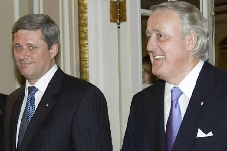 Stephen Harper et Brian Mulroney, à une époque... (Photo: PC)