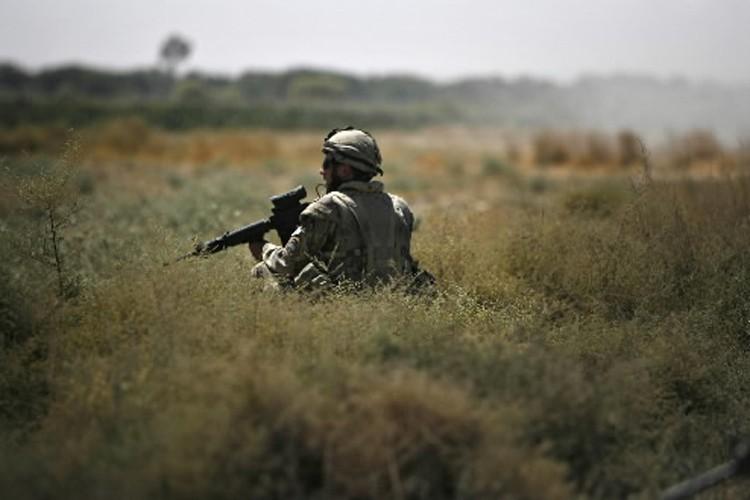 Un soldat canadien patrouille en Afghanistan.... (Photo: Reuters)