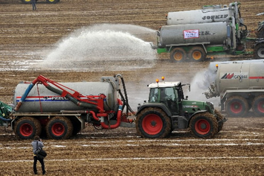 Les producteurs de lait ont lancé un vaste... (Photo AFP)