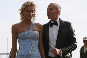Le styliste Jean-Claude Jitrois et sa muse Sarah... (Photo: AFP)