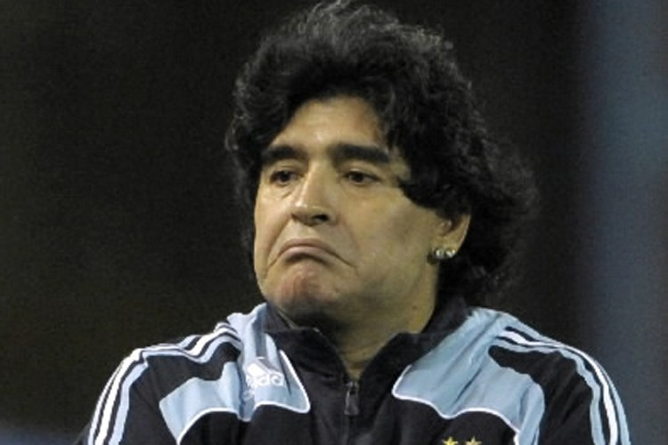 Maradona... (Photo: AP)