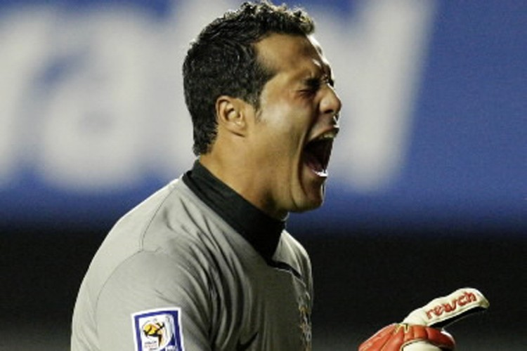 Julio  Cesar... (Photo: Reuters)