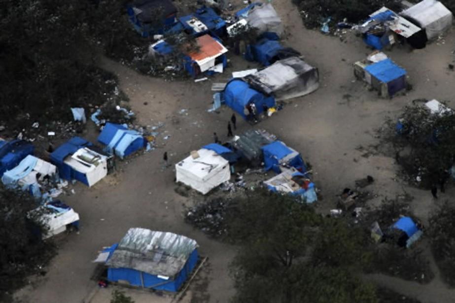 La «jungle» de Calais, vue du haut des... (Photo Reuters)