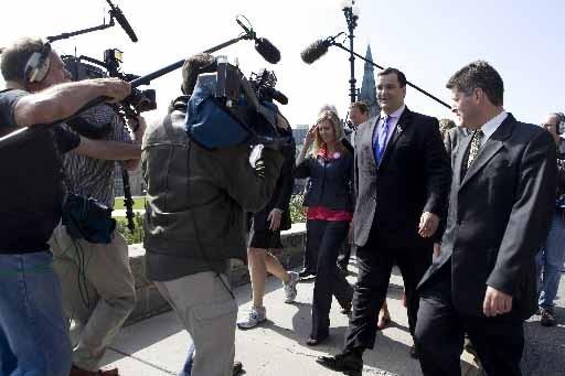 La ministre Guergis a été «escortée» par des... (Photo Presse Canadienne)