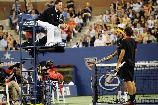 Roger Federer a eu quelques échanges musclés avec... (Photo AFP)