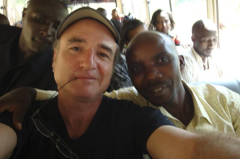 Bruno dans l'autocar qui le mène du Rwanda... (Photo:Bruno Blanchet, collaboration spéciale)