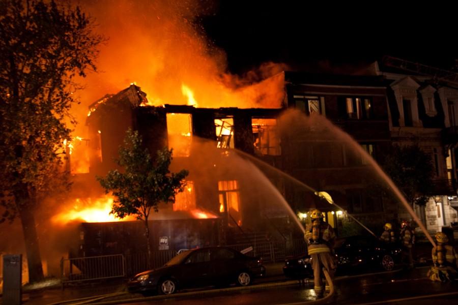 Une dizaine de voisins de l'immeuble, qui était... (Photo: Gabriel Fournier, collaboration spéciale)