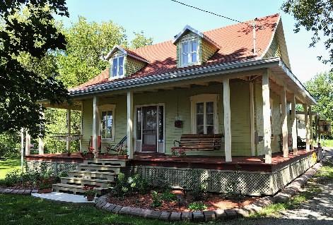 La maison centenaire de Pierre Durand et Renée...