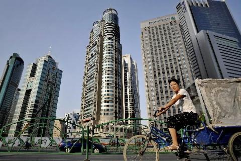 Ville des extrêmes, Shanghai, capitale économique de la... (Photo: AFP)