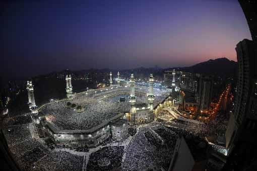 Des centaines de milliers de musulmans procèdent à... (Photo AFP)