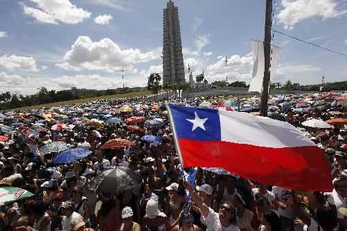 Une foule importante assiste au concert de Juanes... (Photo Reuters)