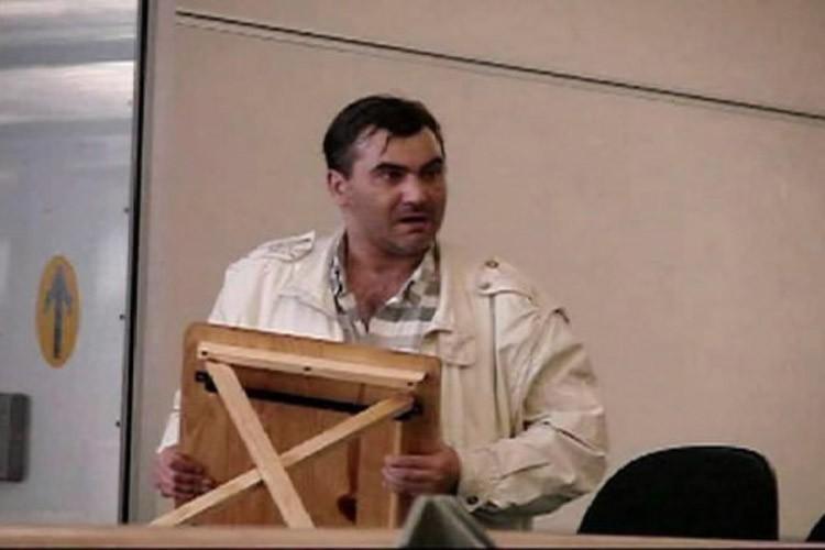 Robert Dziekanski au moment de son arrestation.... (Photo: PC)