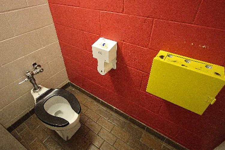 Après avoir cherché en vain des WC gratuits... (Photo: Ivanoh Dermers, La Presse)