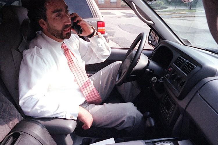 Selon une étude américaine, parler au téléphone en... (Photo: The New York Times)