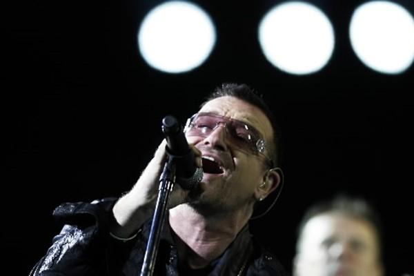 Le chanteur de U2, Bono, a trouvé du temps pour le théâtre... (Photo: Reuters)