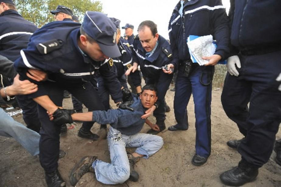 Les policiers français ont interpellé 276 personnes, dont... (Photo AFP)