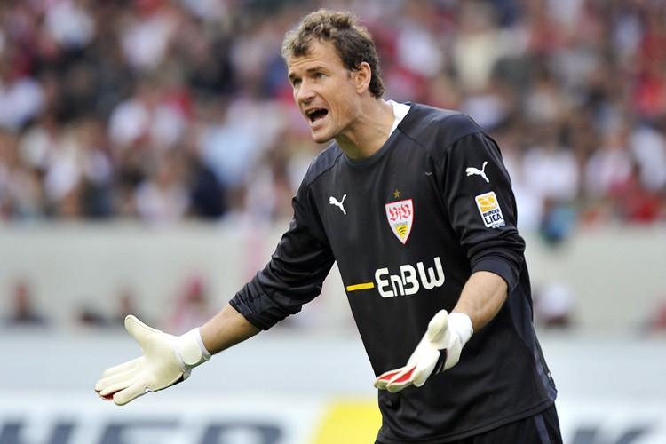 Le gardien de Stuttgart Jens Lehmann... (Photo: AFP)