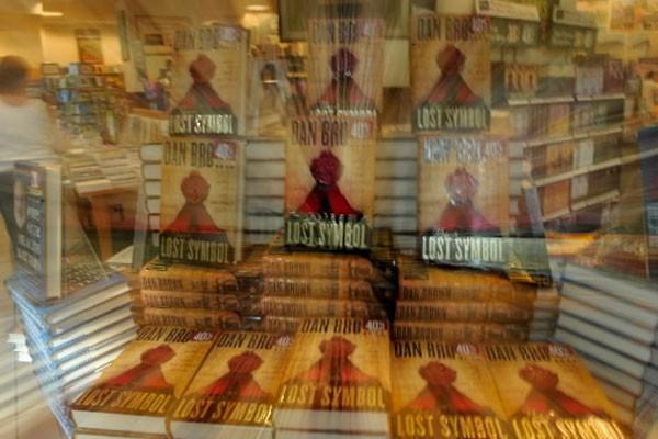 Après une semaine en librairies, le nouveau roman de Dan Brown,... (Photo: AFP)