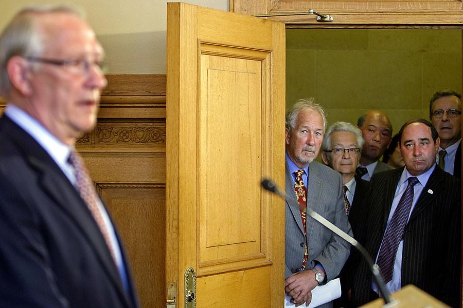 Hier, pendant que le maire Gérald Tremblay annonçait... (Photo: Robert Mailloux, La Presse)