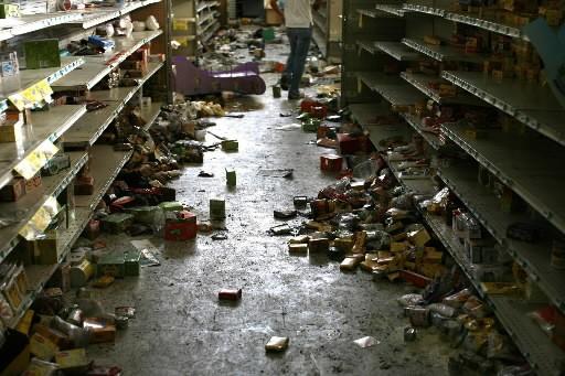 Des supermarchés de Tegucigalpa ont été saccagés par... (Photo AP)