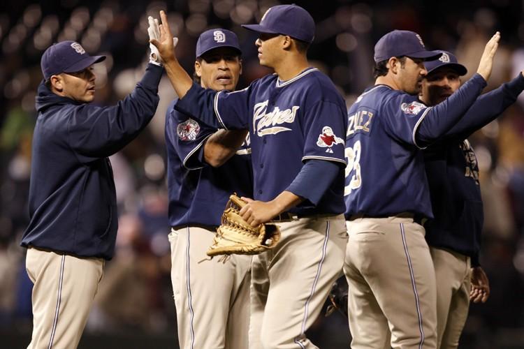 Les joueurs des Padres célèbrent après leur victoire.... (Photo: AP)