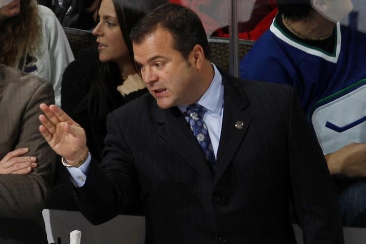 L'entraîneur-chef des Canucks de Vancouver, Alain Vigneault... (Photo: AP)