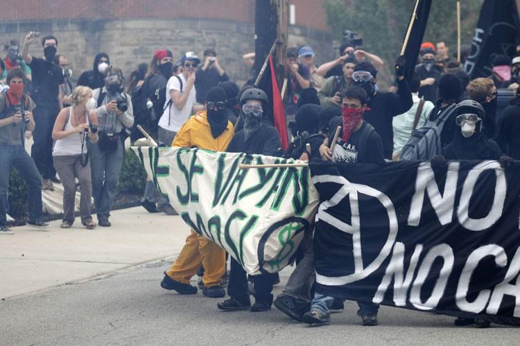 La police est intervenue, jeudi, pour disperser une... (Photo: Reuters)