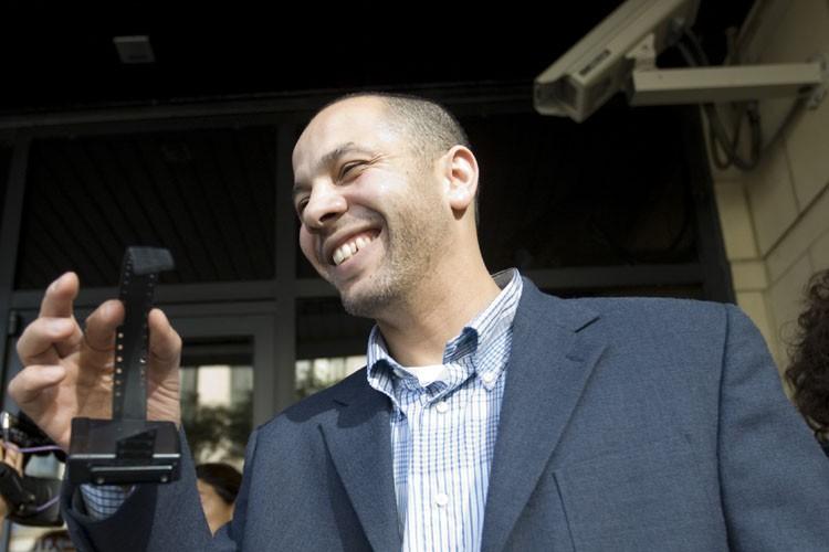 Adil Charkaouia pu enlever lebracelet de sécurité qui... (Photo: Ivanoh Deners, La Presse)