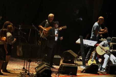 Leonard Cohen et ses collaborateurs en répétition à... (Photo Reuters)