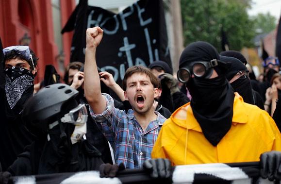 La police et la garde nationale sont intervenus... (Photo Reuters)