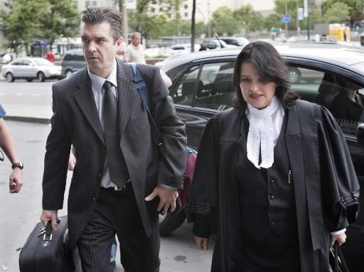 Vincent Lacroix et son avocate Marie-Hélène Giroux arrivent... (Photo Paul Chiasson, Canadian Press)