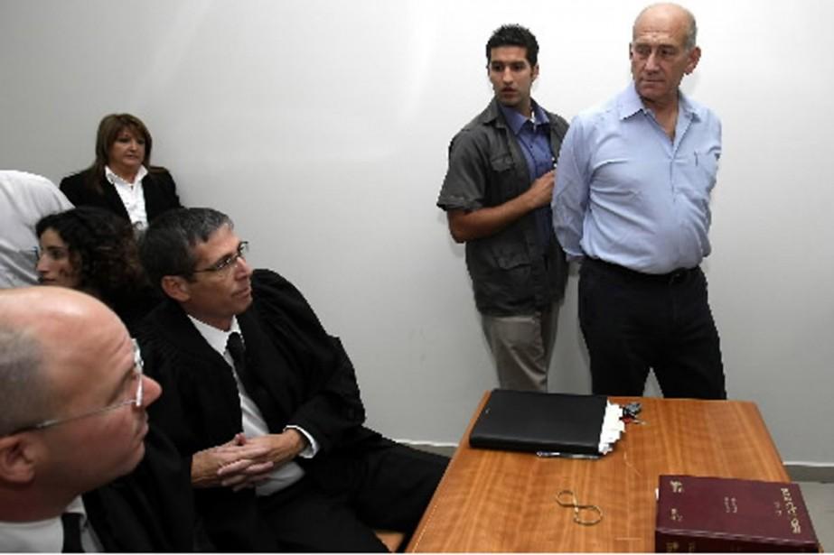 L'ex-premier ministre Ehud Olmert, à son arrivée au... (Photo AFP)