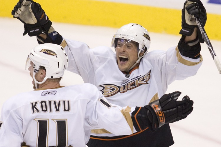 Teemu Selanne a marqué le but de la... (Photo: AP)