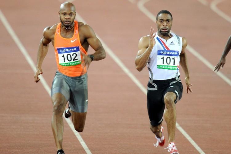 Tyson Gay (à droite) a devancé Asafa Powell.... (Photo: AFP)