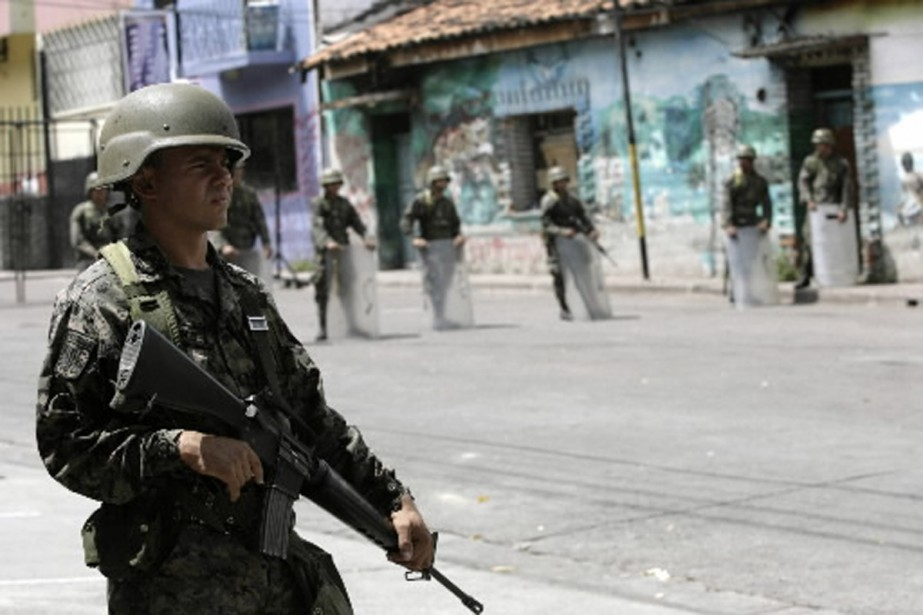 Des militaires honduriens auraient diffusé des gaz toxiques... (Photo AFP)