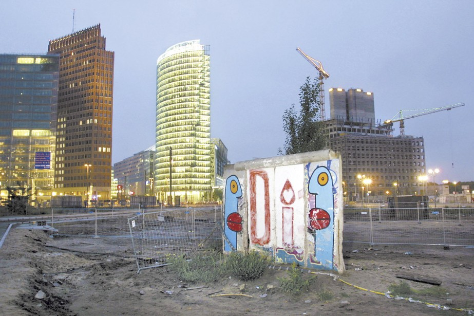 Un tronçon du mur de Berlin se tient... (Photo Getty)