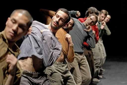 Uprising, créée en 2006 pour sept danseurs, est... (Photo Andrew Lang, fournie par Danse Danse)