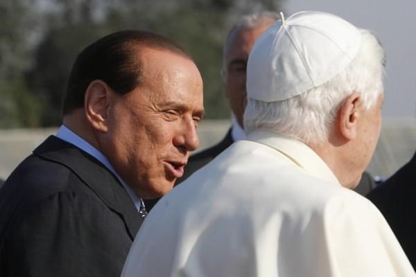 Silvio Berlusconi et le pape ont parlé deux... (Photo: AP)