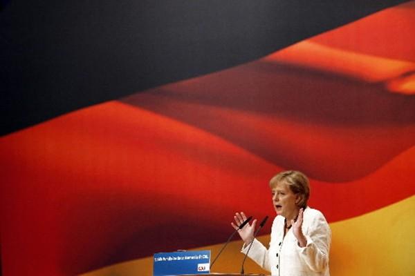 La chancelière conservatrice allemande Angela Merkel semblait... (Photo: Reuters)