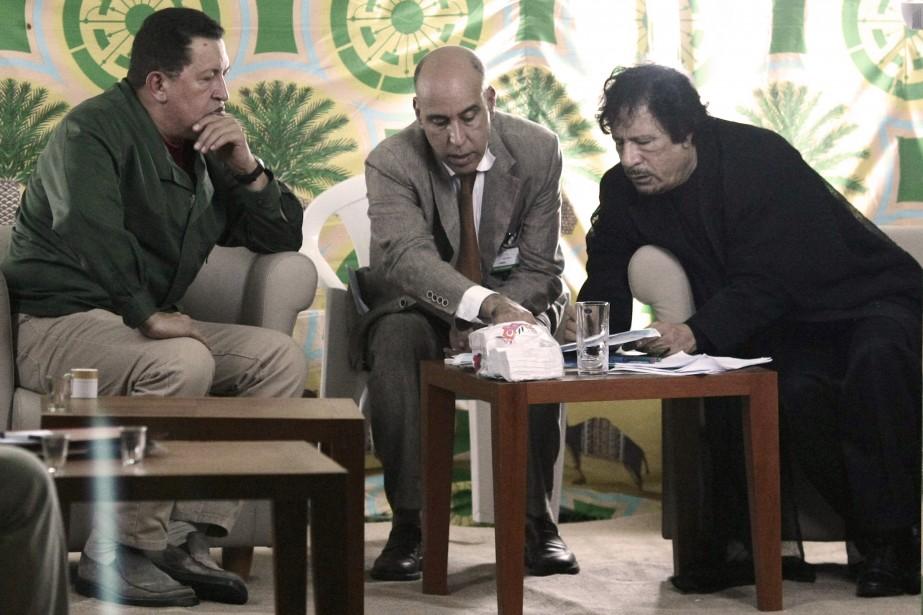 Le président du Venezuela Hugo Chavez et son homologue libyen Mouammar Kadhafi...