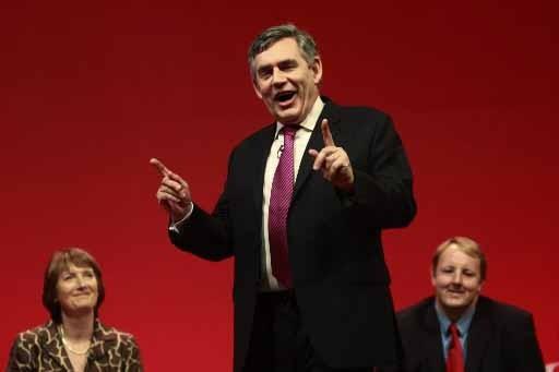 Gordon Brown a pour lourde tâche de remonter... (Photo AP)