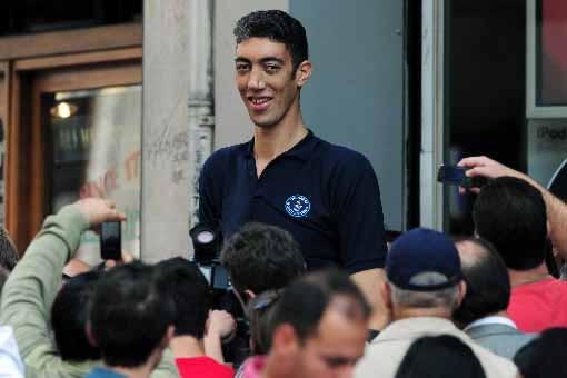 Sultan Kösen, un Turc de 27 ans, est... (Photo AFP)