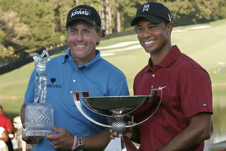 Phil Mickelson et Tiger Woods.... (Photo: AFP)