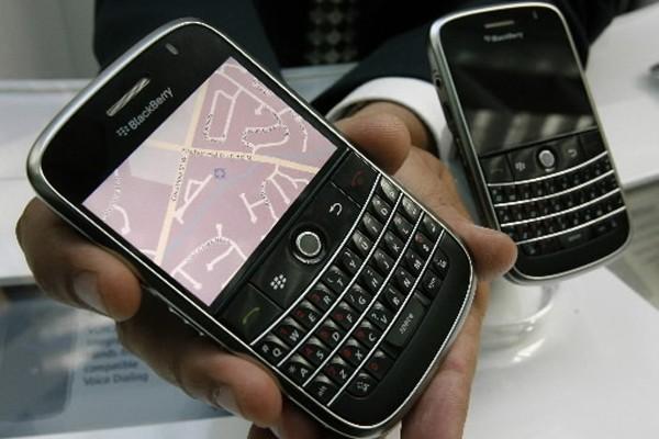 Les heureux propriétaires d'un Blackberry travaillent en... (Photo: Reuters)